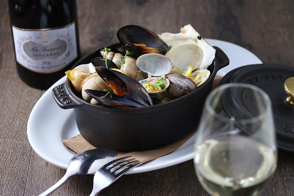 貝類の白ワイン蒸し ~ムール貝、帆立貝、アサリ 、バイ貝 etc~