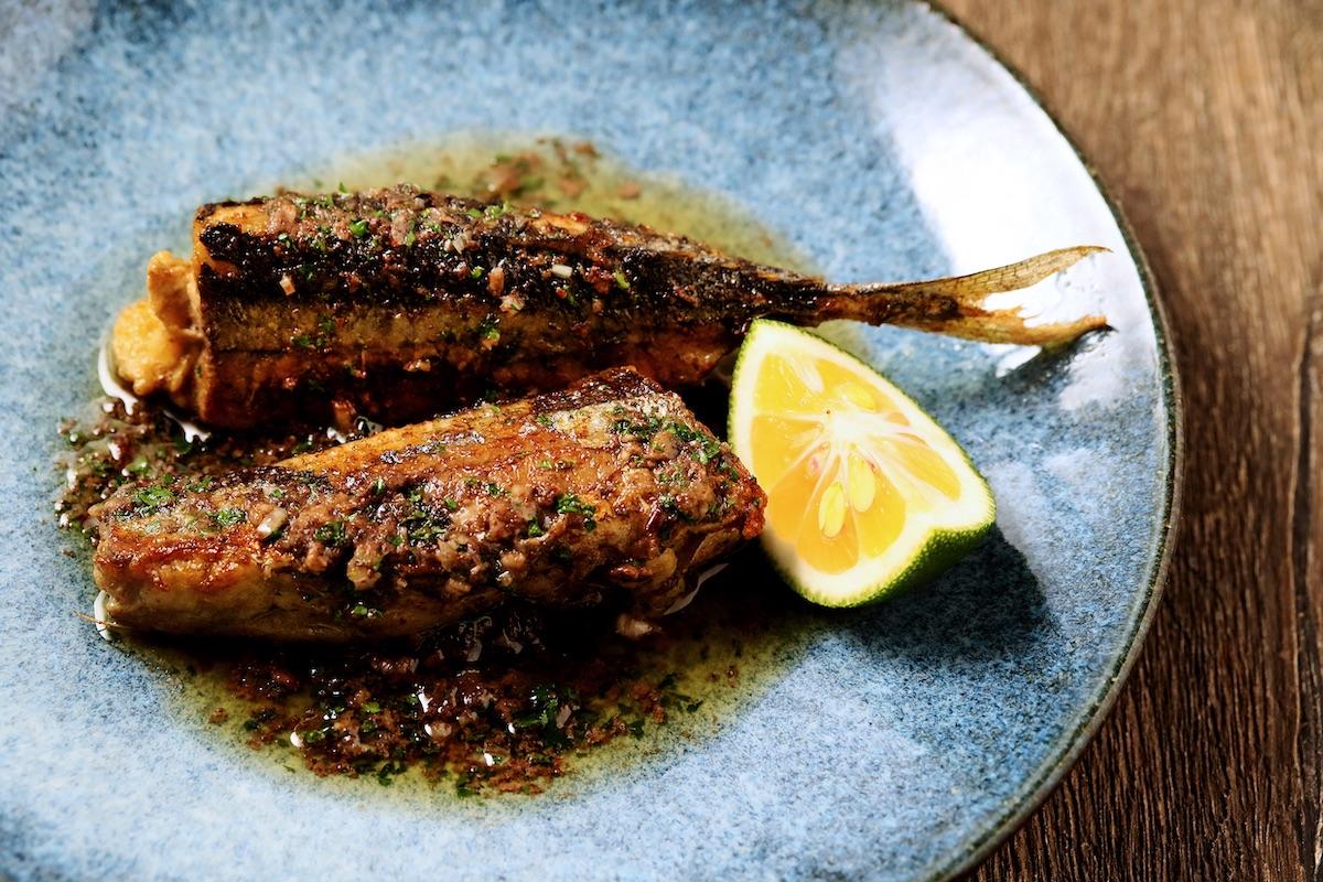 秋刀魚のムニエル 肝のソース