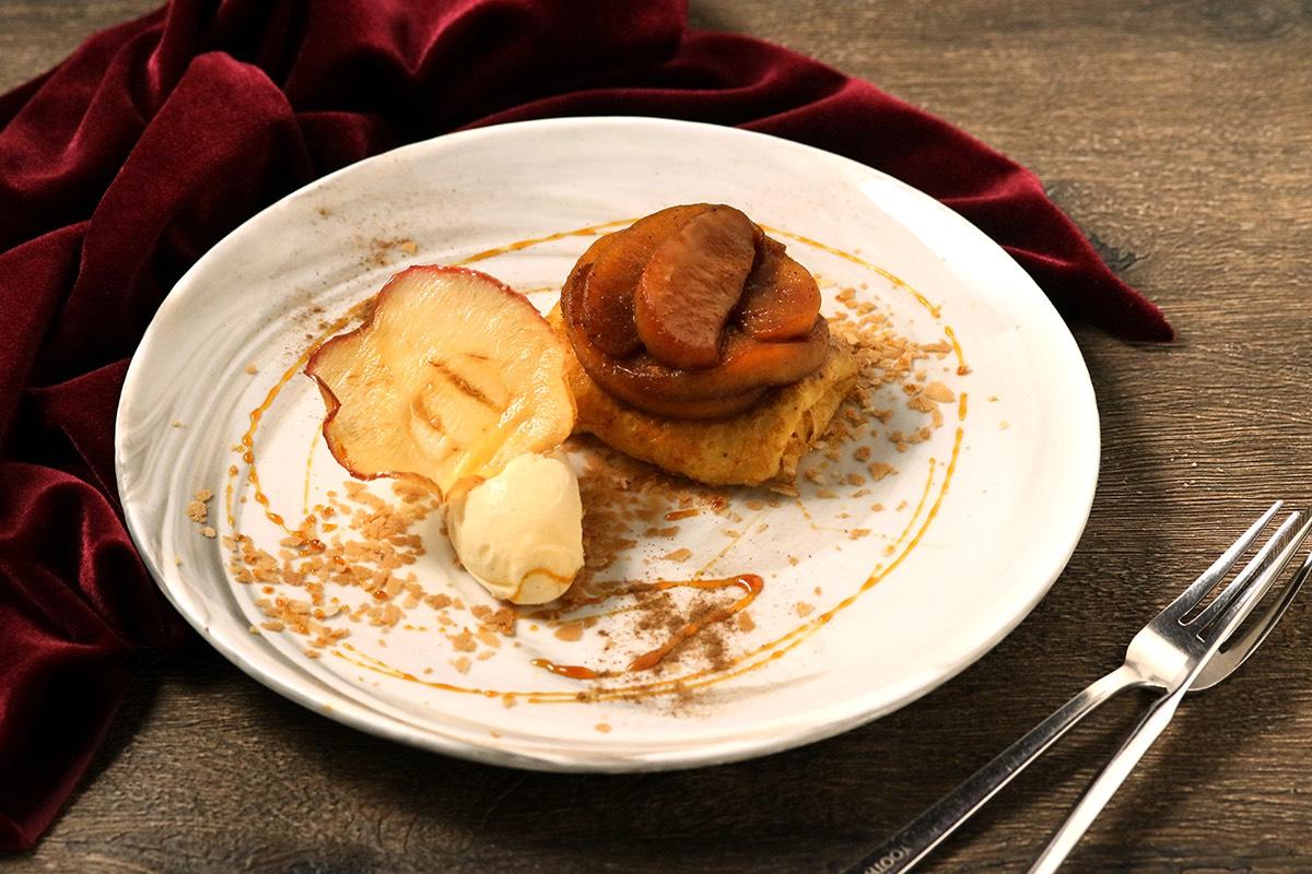 林檎のタタンとバニラアイスのクレープ シナモン風味