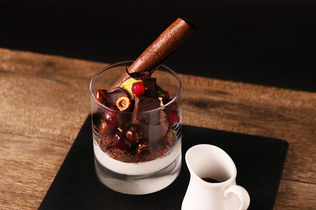 ベルギーチョコアイスとグリオットチェリーのショコラパフェ -エスプレッソ香るアフォガード-